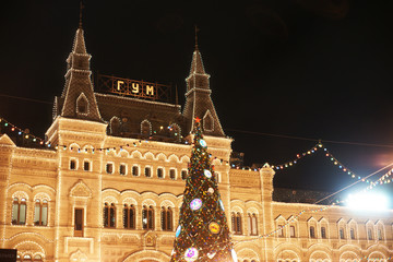 Новогодние декорации на улицах Москвы