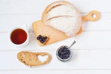 хлеб с вареньем