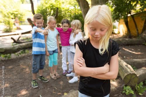 Leinwanddruck Bild Mobbing auf dem Schulhof