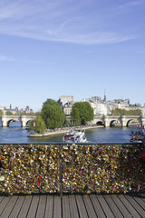 Cadenas pont des arts paris Lovers Bridge © Heddie Bennour