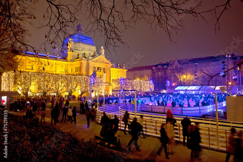 Plexiglas Oost Europa Zagreb christmas ice park evening view