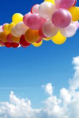 ballonkette am himmel