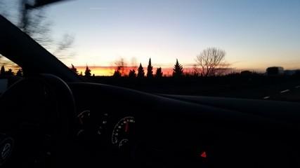 Alla guida al tramonto