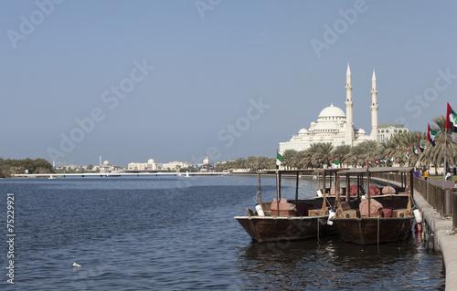 Canvas Dubai Лодки абра с видом на лагуну Халид и мечеть Аль Нур. Шарджа