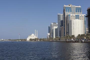Вид на лагуну Халид и Мечеть Аль Нур. Шарджа