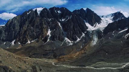 Path through the Aktru mountains in Altai