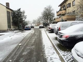 Verschneite Straße in Baden Württemberg