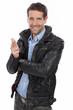 canvas print picture - Lässiger Mann in Lederjacke zeigt nach vorne