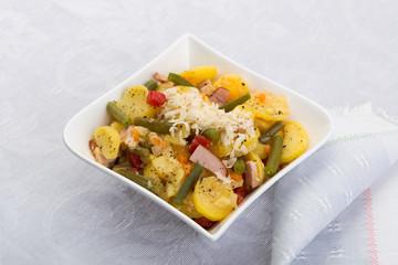 Schälchen mit Kartoffelsalat