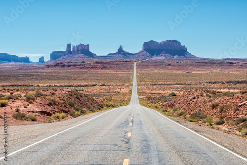 Leinwanddruck Bild Classic entrance to Monument Valley from Utah