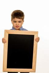 Kleiner Junge mit Kreidetafel