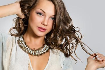 Портрет красивой молодой женщины.