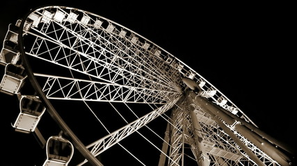 Budapest Eye - famous Ferris wheel's spinning fast in the night
