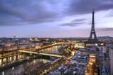 Fototapeta Wieża Eiffla - Panorama de la ville de Paris avec la Tour Eiffel © PUNTOSTUDIOFOTO Lda