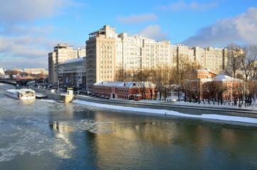Москва. Зимний вид на театр Эстрады