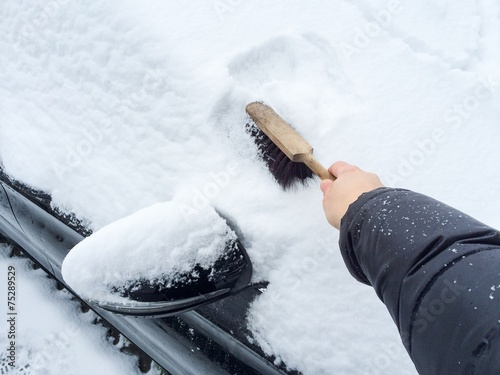 canvas print picture Windschutzscheibe vom Schnee befreien