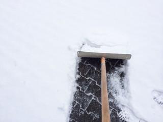 Schnee räumen am Haus