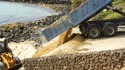 acondicionamiento de una playa en Costa Teguise, Islas Canarias