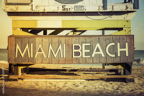 Foto op Aluminium Strand Miami Beach sign on wood background, Southi Beach