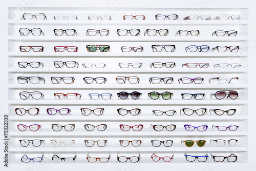 exhibitor of glasses - 75322338
