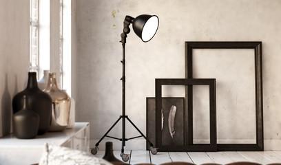 Picture Frames and Lamp - Stehleuchte vor weißer Wand