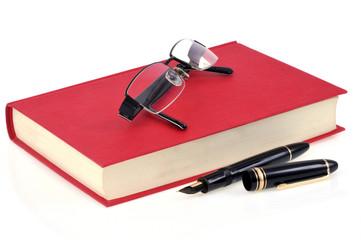 Le livre, les lunettes et le stylo plume