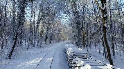 verschneite Schienen