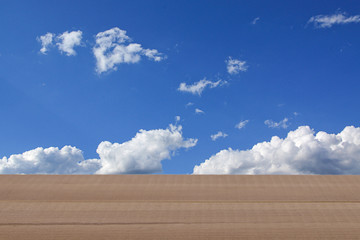 Himmel mit Holzboden ©yvonneweis