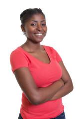 Lachende Frau aus Afrika im roten Shirt