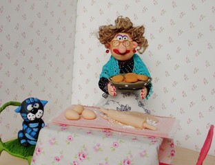 puppet granny cooking cookies