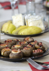 Stuffed mushrooms  with ham and cheese