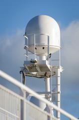 Satellite antenna for ships