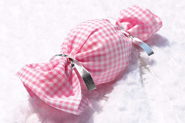 Drop a piece of candy or wrapping cloth plaid Pink
