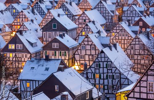 Fachwerkhäuser im Winter - 75362500