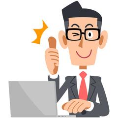 パソコンの前でサムズアップするメガネのビジネスマン