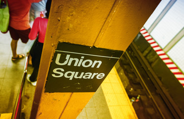 Union Square sign in New York subway station
