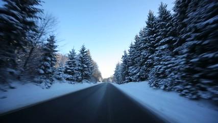 Fahrt in Winterlandschaft
