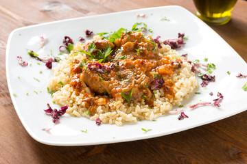 Ossobuco con riso e salsa, cucina italiana