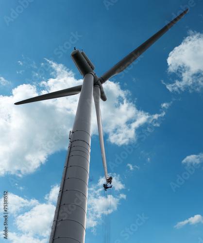 Leinwandbild Motiv Wartungsarbeiten an Windenergieanlage