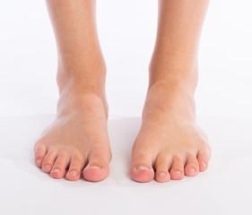 Füße einer erwachsenen Frau