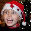 Kind sieht den Weihnachtsmann