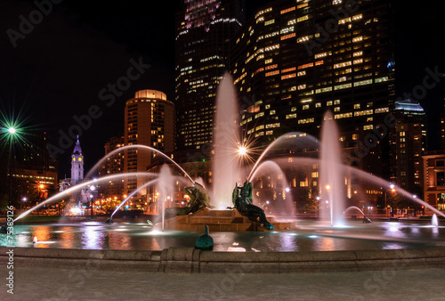 Aluminium Fontaine Swann Memorial Fountain at night