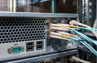 Lichwellenanschluss für Cloud Services an einem Server