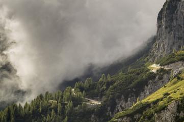 Droga i tunel w Alpach Julijskich
