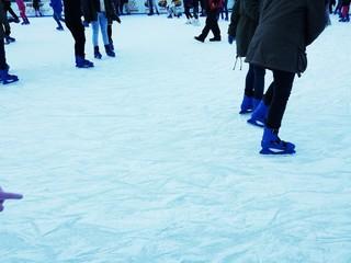 Pattinatori su ghiaccio
