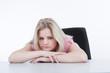 Mädchen frustriert am Schreibtisch