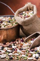 zuppa di legummi e cereali biologica