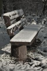 Winterliche Parkbank