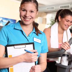 Trainerin im Fitnessclub