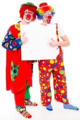 zwei lachende clowns zeigen daumen hoch
